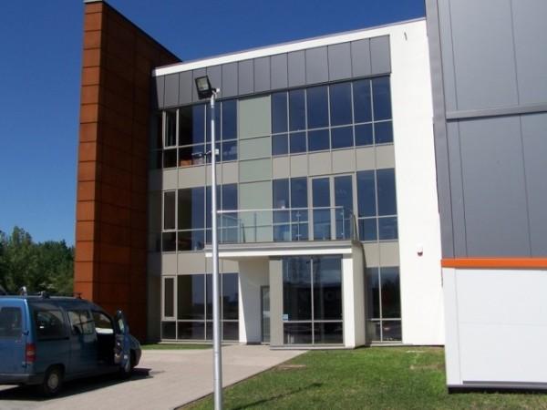 Budynek-hali-produkcyjnej-z-czci-biurow-1